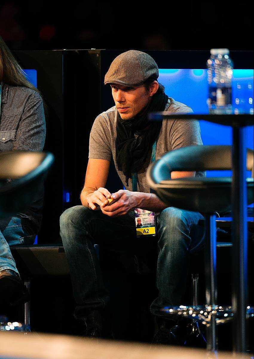 """""""Sean måste vila"""", sa Ola Lindholm (till vänster) sent i natt. Han regisserar Sean Banans nummer."""