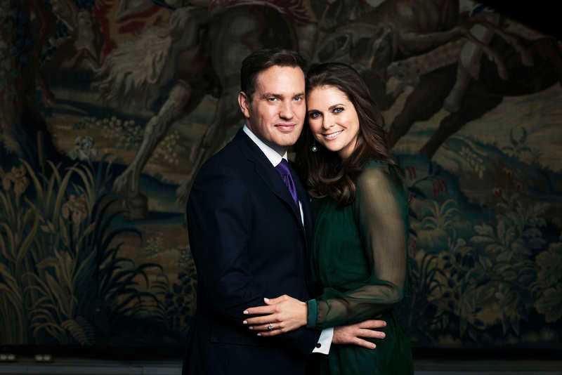 Chris O'Neill och Madeleine förlovar sig.