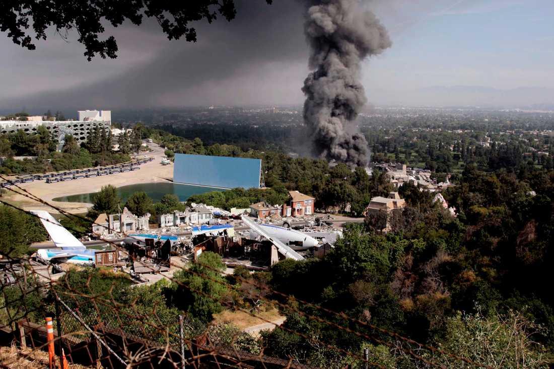 Tjock rök välde ut över Los Angeles vid branden 2008. Arkivbild.