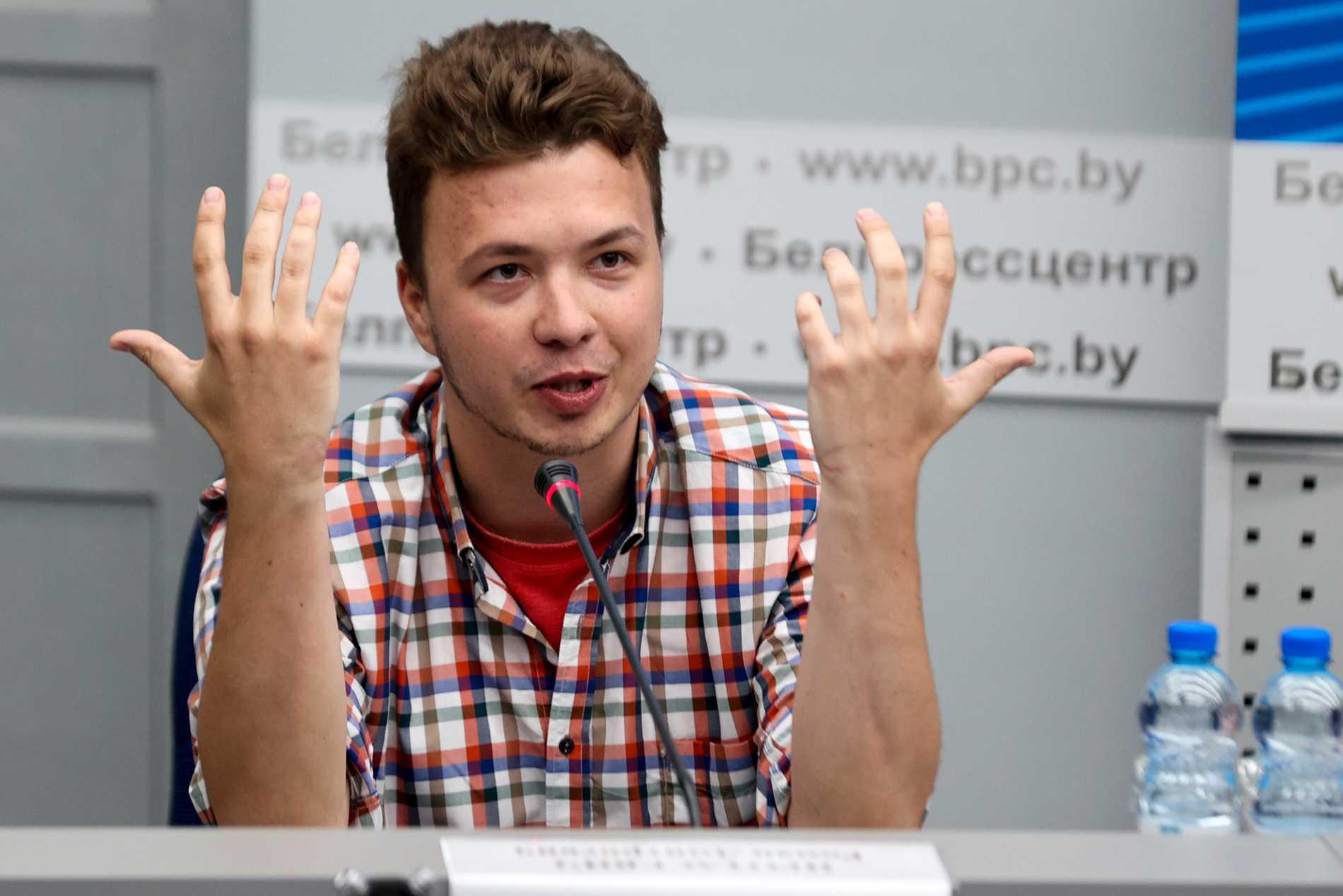 """Den fängslade belarusiske journalisten Roman Protasevitj har åter visats upp på """"presskonferens"""" i huvudstaden Minsk."""