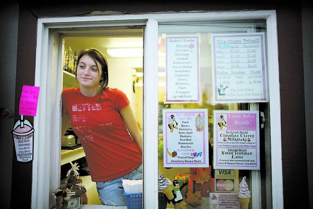 """""""Alla känner alla i Wasilla"""", säger Ashlee Gunner i glasskaféet. Hon gick i skola med Palins son Track."""
