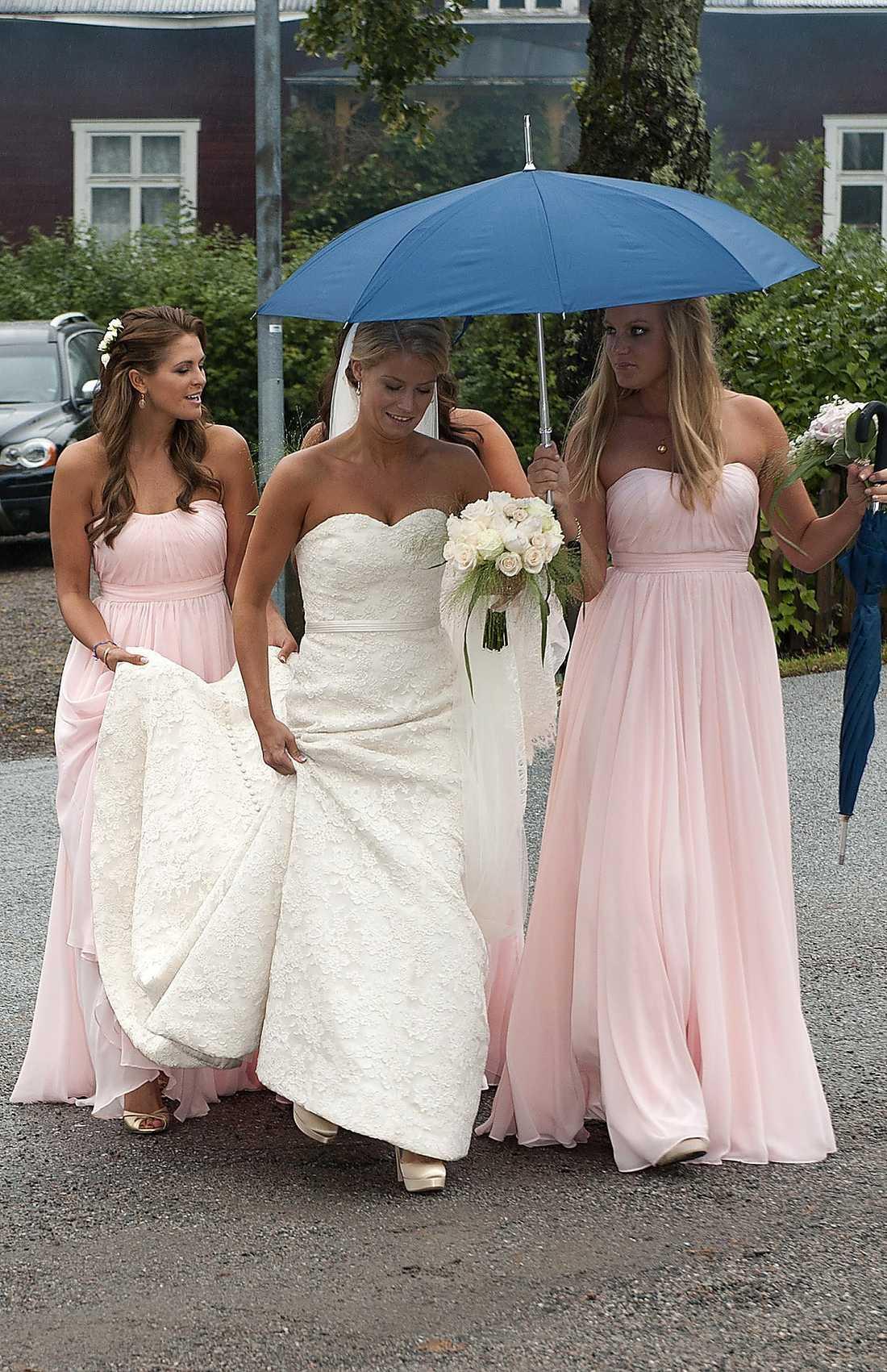 Madeleine var tärna åt bästa kompisen Nathalie Rosta som gifte sig i går.