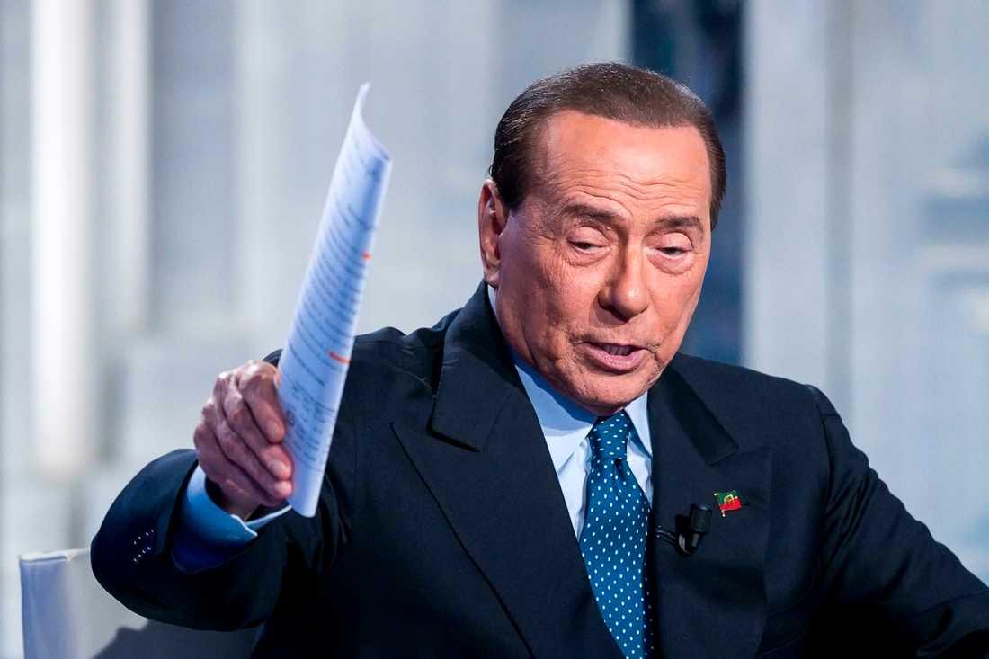 Italiens förre premiärminister Silvio Berlusconi har förts till sjukhus med njursmärtor. Arkivbild.