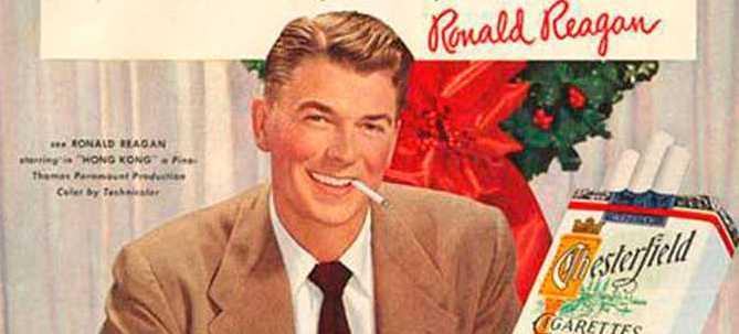 Filmstjärnan och sedermera presidenten Ronald Reagan önskar god jul med en tagg i mungipan.
