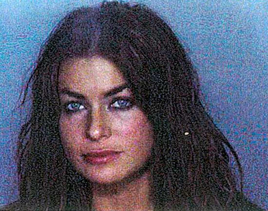 Glamourmodellen Carmen Electra, 40, anklagades  för att ha misshandlat sin exman — forne basketstjärnan Dennis Rodman  — i november 1999. Hon friades ett par veckor senare från misstankarna.