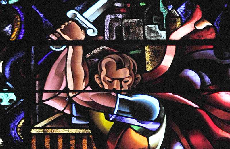 Kung Herodes har fått Hitlers berömda frisyr på kyrkans fönster.