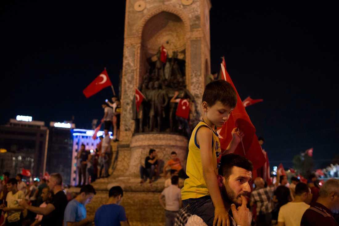 Istanbul efter att folk gett sig ut på gatorna på Erdogans uppmaning.