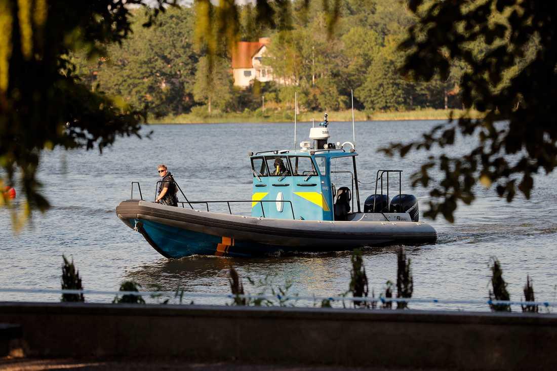 Gärningsmännen flydde i båt efter domkyrkokuppen.