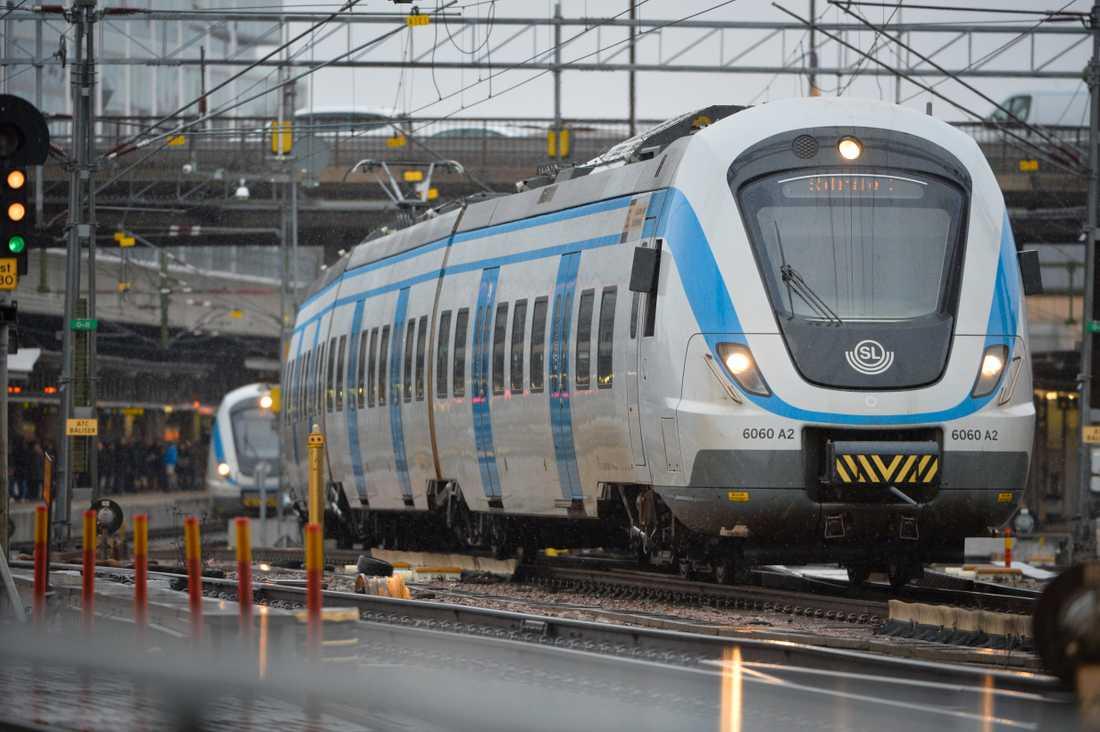 Ett elfel orsakar problem i tågtrafiken till och från Stockholm. Arkivbild.