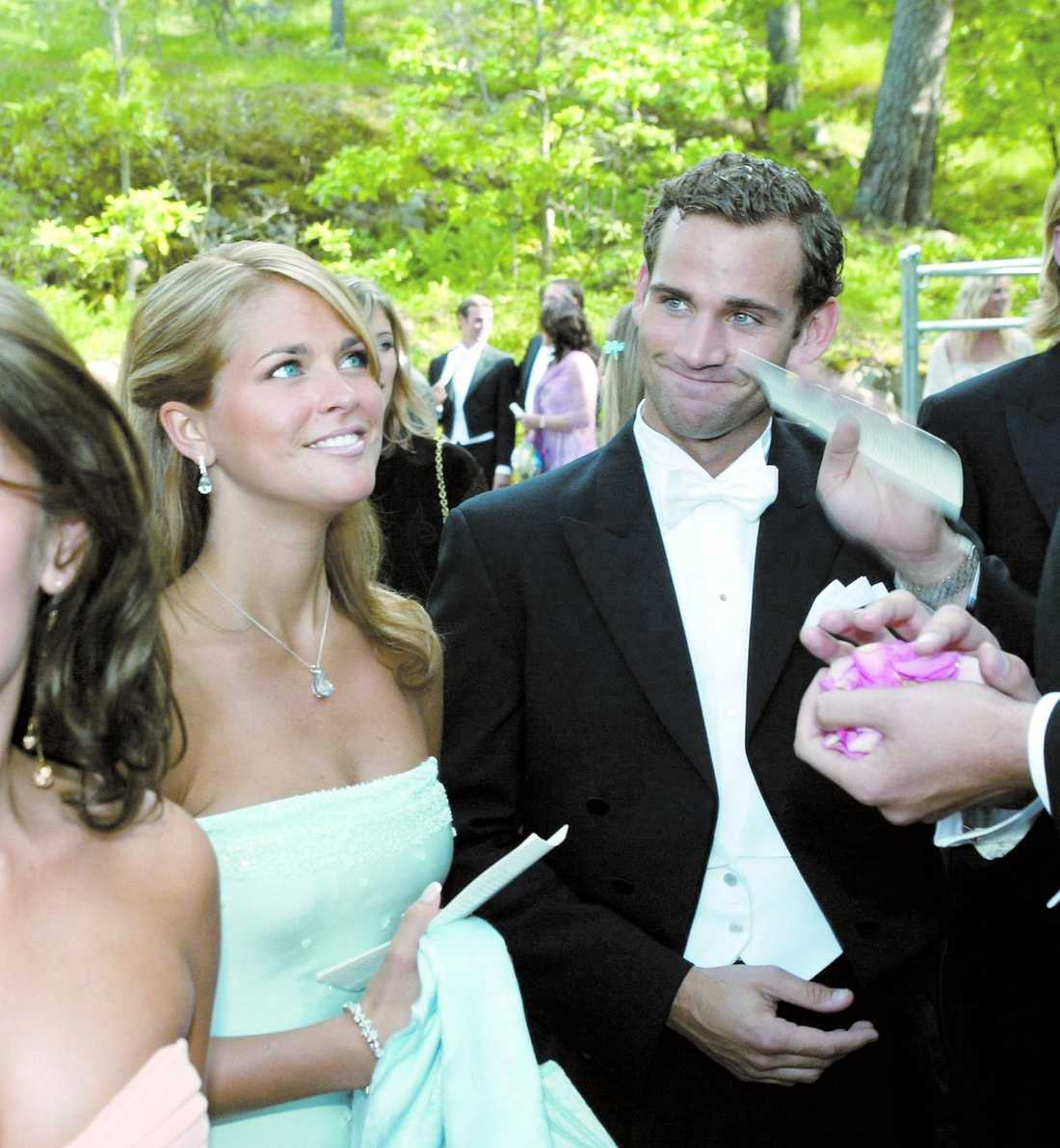 Nu har prinsessan Madeleine, 27, förlovat sig med sin Jonas Bergström, 30. Paret befinner sig just nu på Solliden på Öland tillsammans med kungen och drottningen.