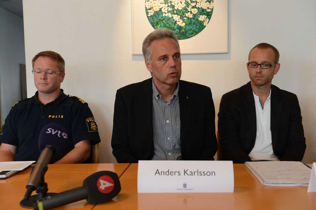 Polisen håller presskonferens tillsammans med skola och kommun i Centrumkyrkan i Forserum.
