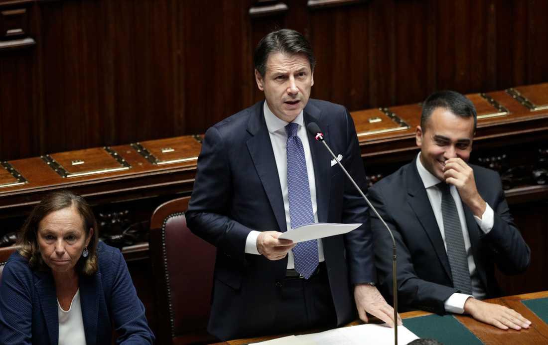 Italiens premiärminister Giuseppe Conte presenterar en mängd punkter för den nya koalitionens politik.