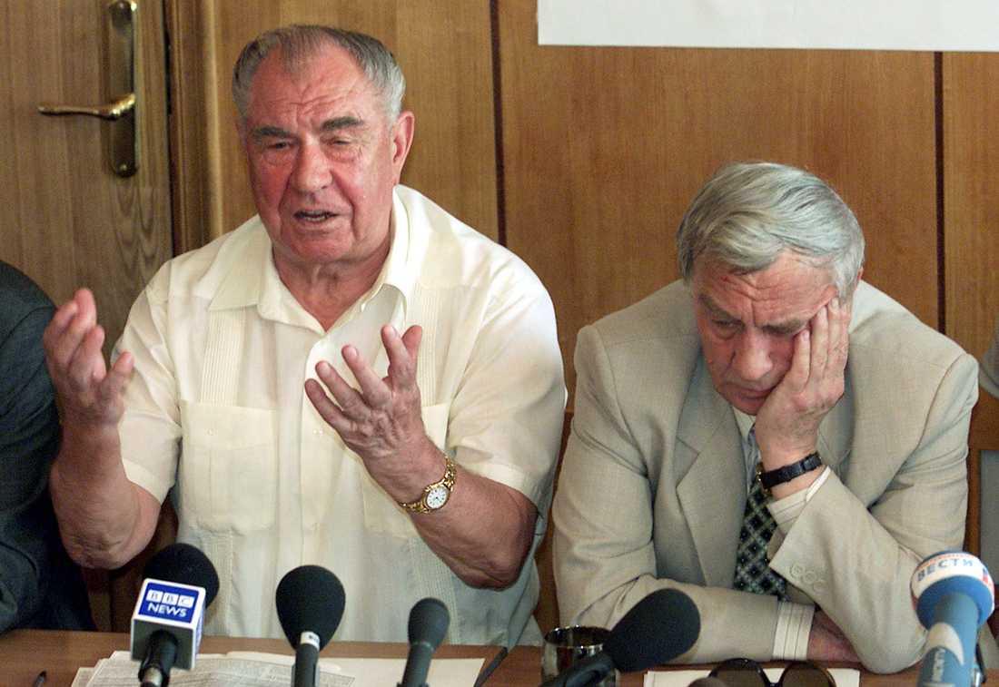 Två tidigare ministrar i Sovjetunionen: Försvarsminister Dmitrij Jazov (till vänster) och vicepresident Gennadij Janajev vid en presskonferens 2001, tio år efter deras misslyckade kuppförsök i Moskva. Arkivfoto.