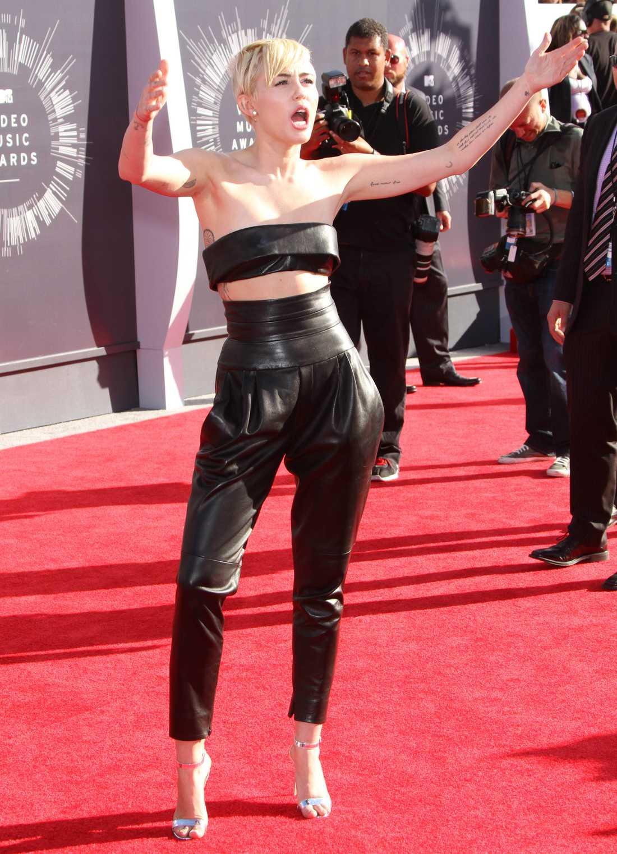 """""""Jag är här nu, allihop"""" Miley Cyrus."""