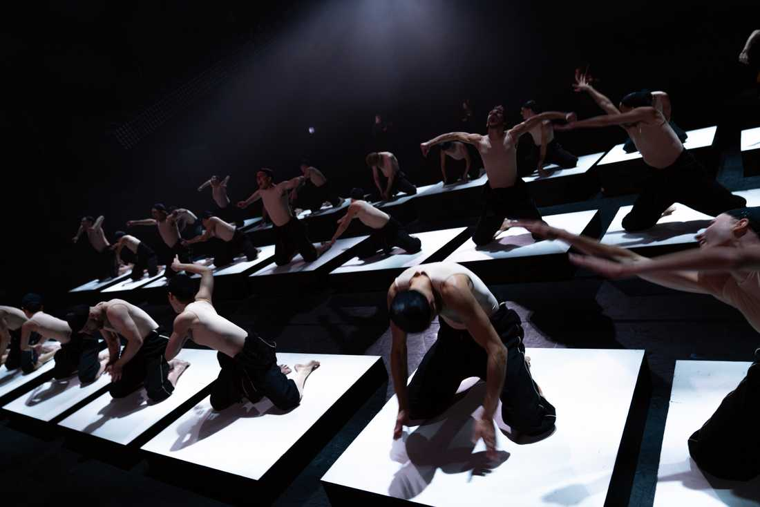 "Kungliga baletten i Alexander Ekmans ""Shift""."