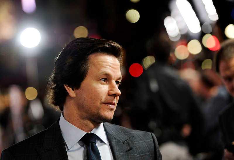 """Mark Wahlberg spelar professor i bioaktuella filmen """"The gambler"""" (lilla bilden överst). Och filmstjärnan, som precis hade avslutat inspelningen av """"Transformers"""", tvingades gå ner nästan 30 kilo inför rollen. """"Jag drack 2,4 deciliter mandelmjölk med lite fiber. Jag gjorde det tre gånger om dagen i fyra veckor"""", säger han."""