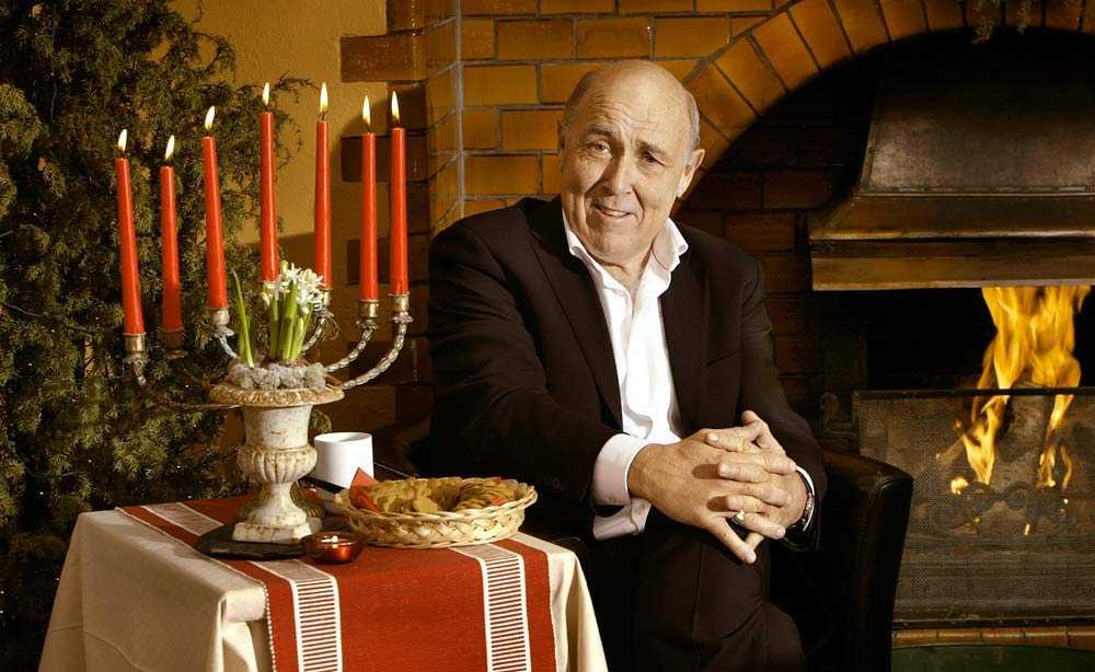2006: Ingvar Oldsberg fyrar av ett snett leende efter att ha tänt juleljuset.