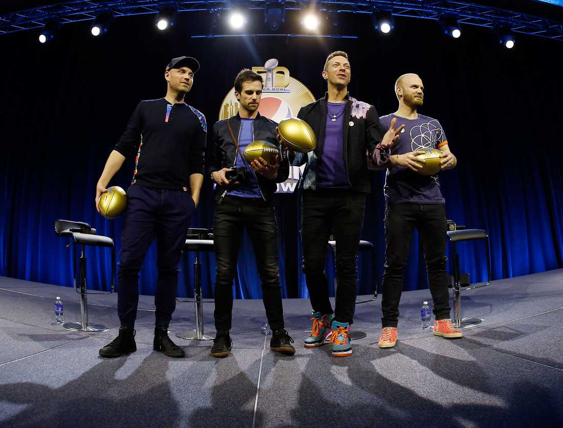 Coldplay inför spelningen på amerikansk fotbollsfinalen Super bowl 2016. Från vänster Jonny Buckland, Guy Berryman, Chris Martin och Will Champion.