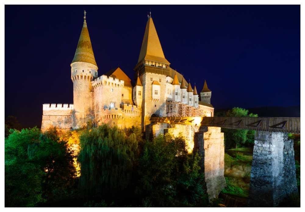 Legenden om Dracula lever på slottet Corvin.
