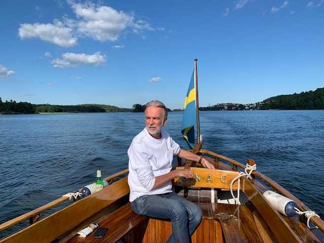 Nu vill Christian tacka för vården genom att bjuda på båtturer i Stockholm.