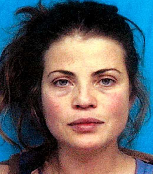 """Vårdslöshet i trafik och droginnehav gav """"Baywatch""""-stjärnan Yasmine Bleeth, 44, två års skyddstillsyn och 100 timmars samhällstjänst år 2001."""