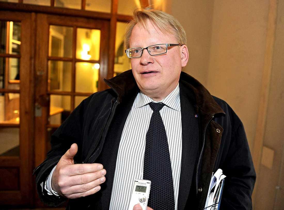 """Peter Hultqvist, ledamot i verkställande utskottet """"Jag hänvisar till Carin Jämtin."""""""