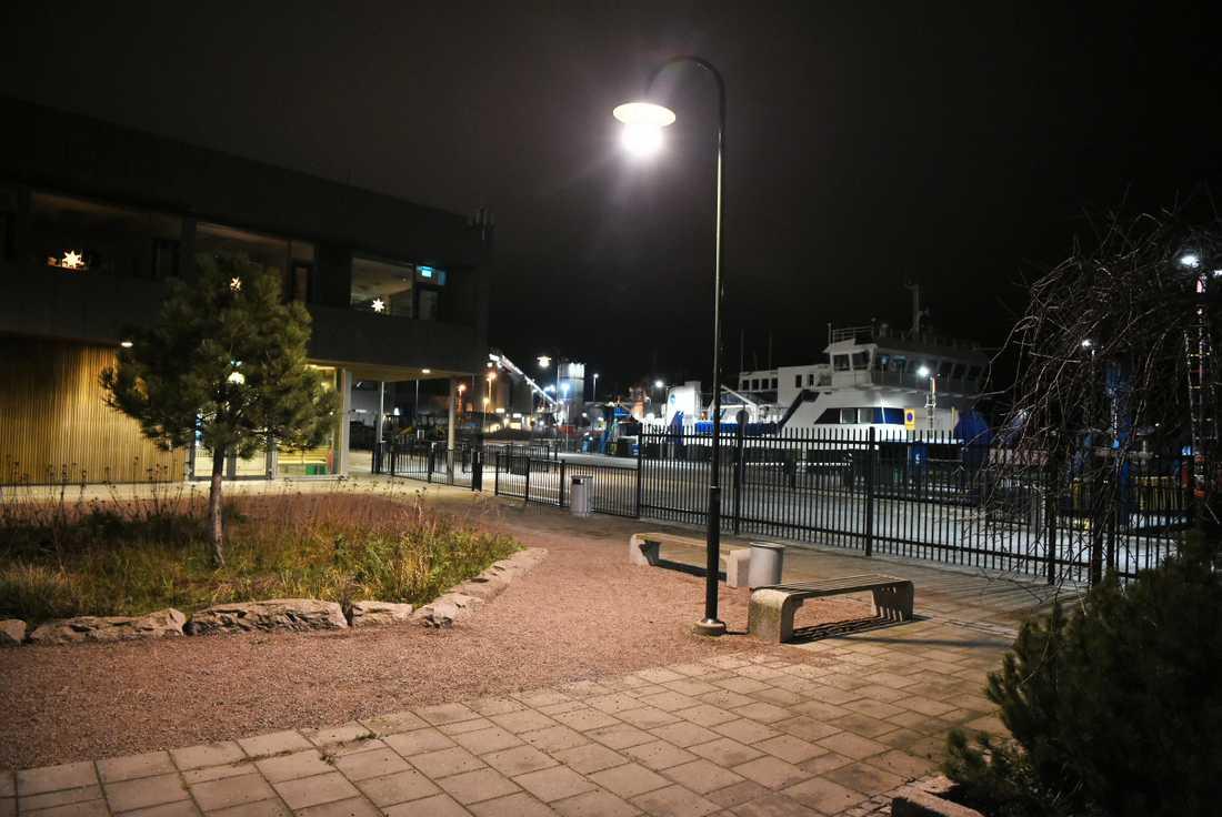 Kvinnan sågs senast vid kajen i Landskrona där båtarna till Ven lägger till.