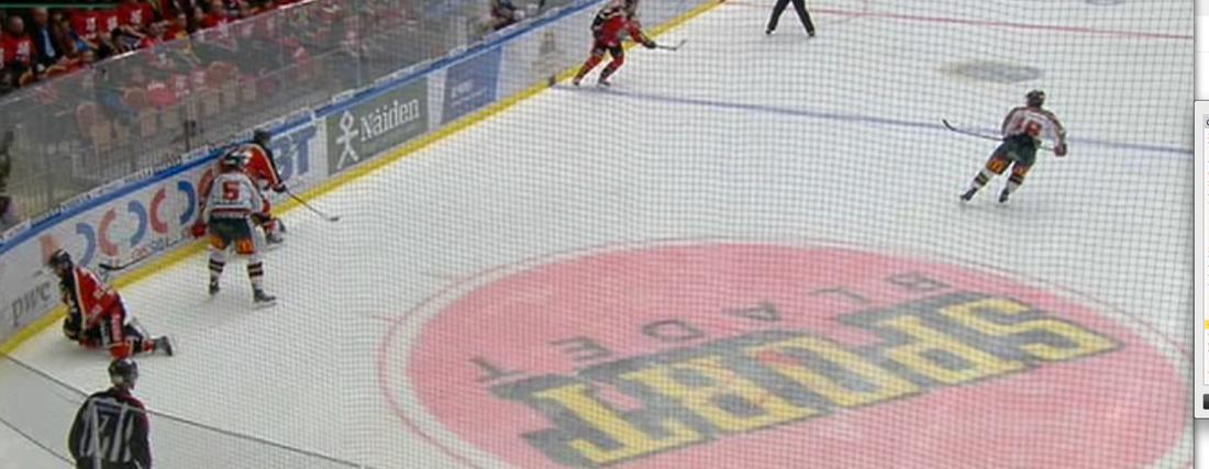 Då, med knappt sju minuter kvar, satte Luleås Joonas Vihko in en tuff tackling på veteranen Per-Johan Axelsson, som däckades och blev liggande på isen.