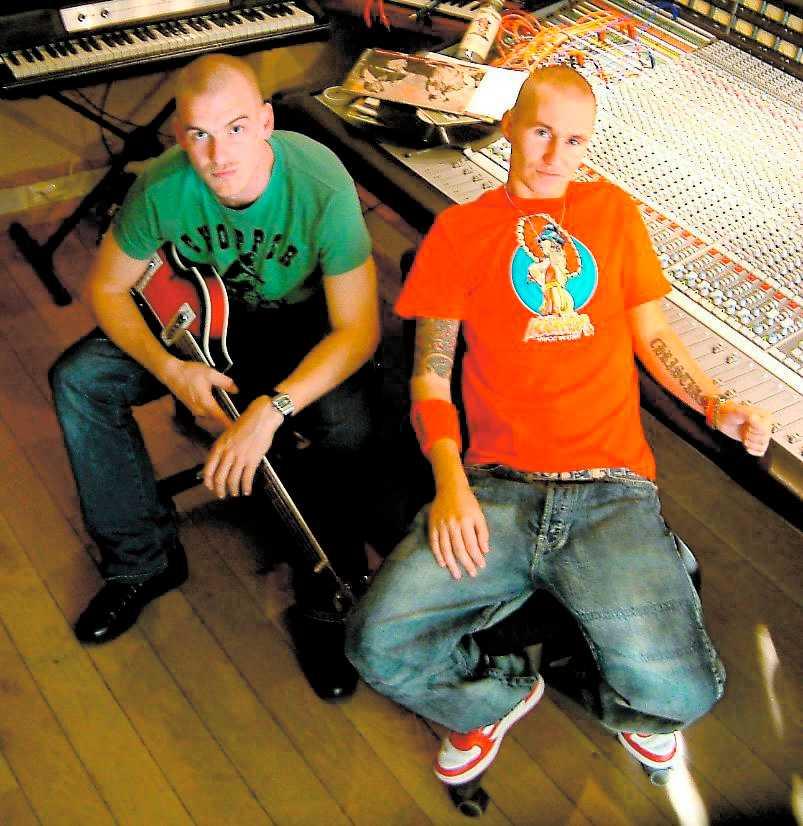"""Pontus """"Avant"""" Winnberg och Christian """"Bloodshy"""" Karlsson gjorde fyra av låtarna."""