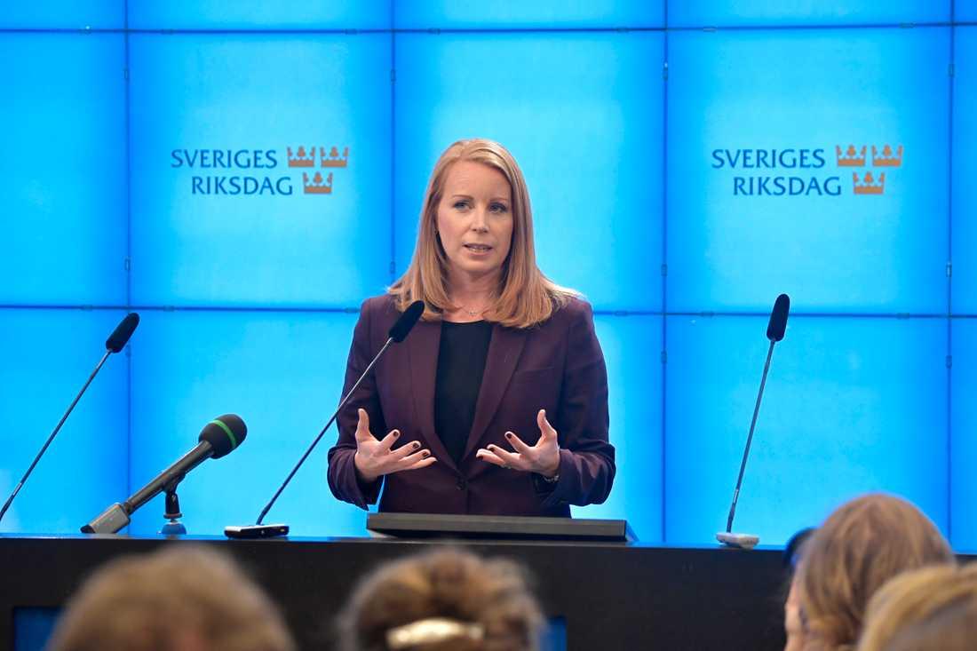 Annie Lööf håller pressträff