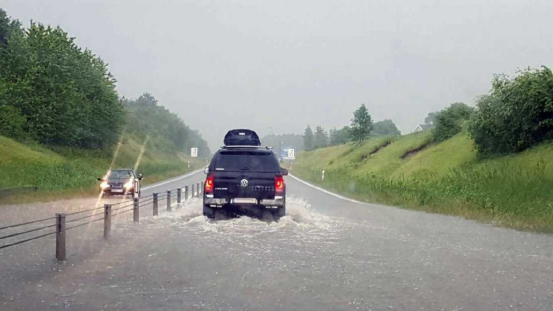 Översvämning på väg 110 vid Bjuv.