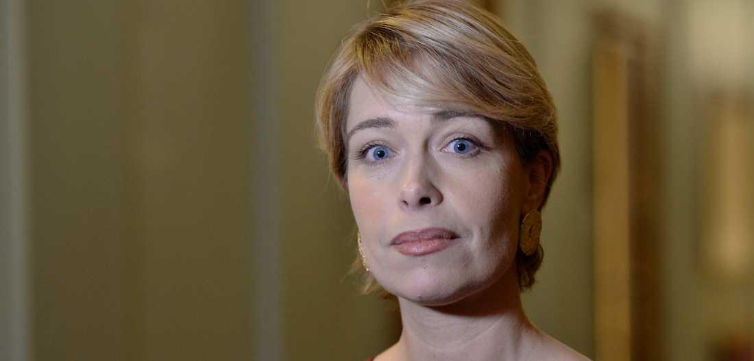 Annika Strandhäll gasar på utförsäkringarna.