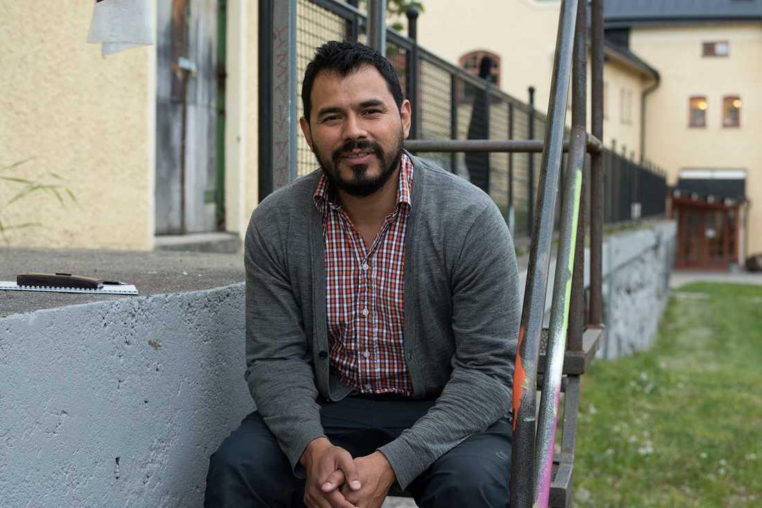 """""""Kärnan i vår verksamhet är att ge en röst åt de som inte förstår att deras röst räknas"""", säger Fanzingos verksamhetsledare Luis Lineo."""
