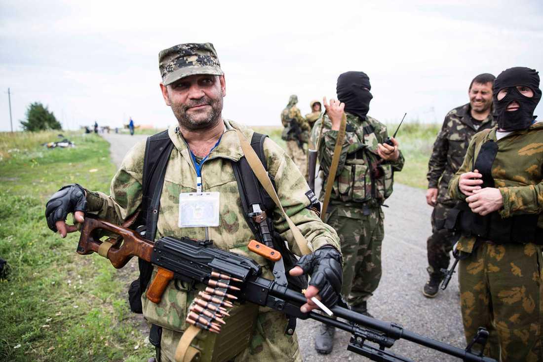 Proryska separatister vid vrakplatsen.