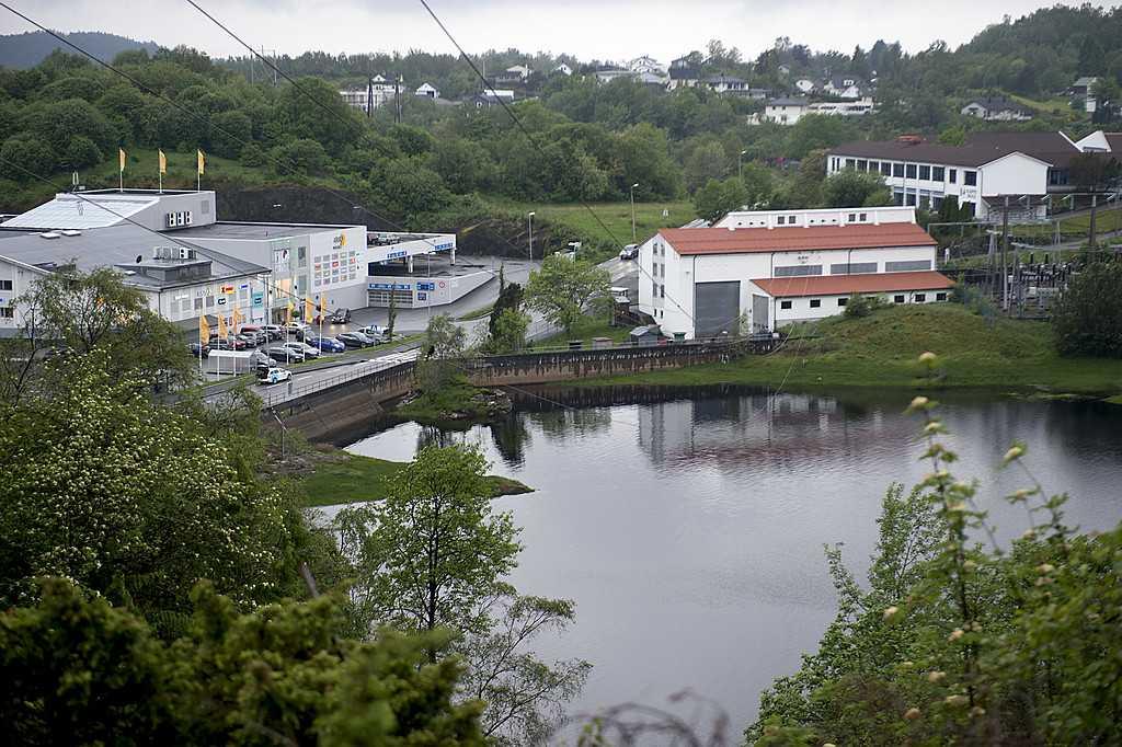 Två personer har dött I Askøy i Norge efter att dricksvattnet blivit infekterat.