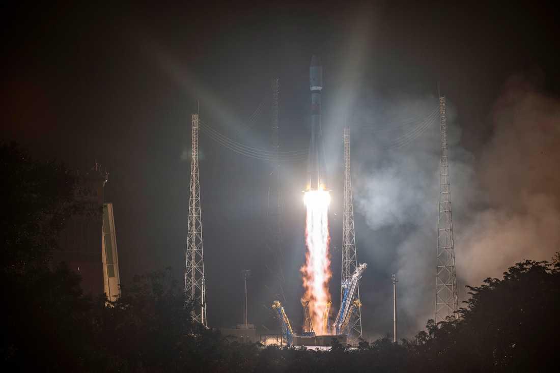 Soyuz-farkosten med Cheops (Characterising Exoplanets Satellite) lämnade jorden från Franska Guyana på morgonen.
