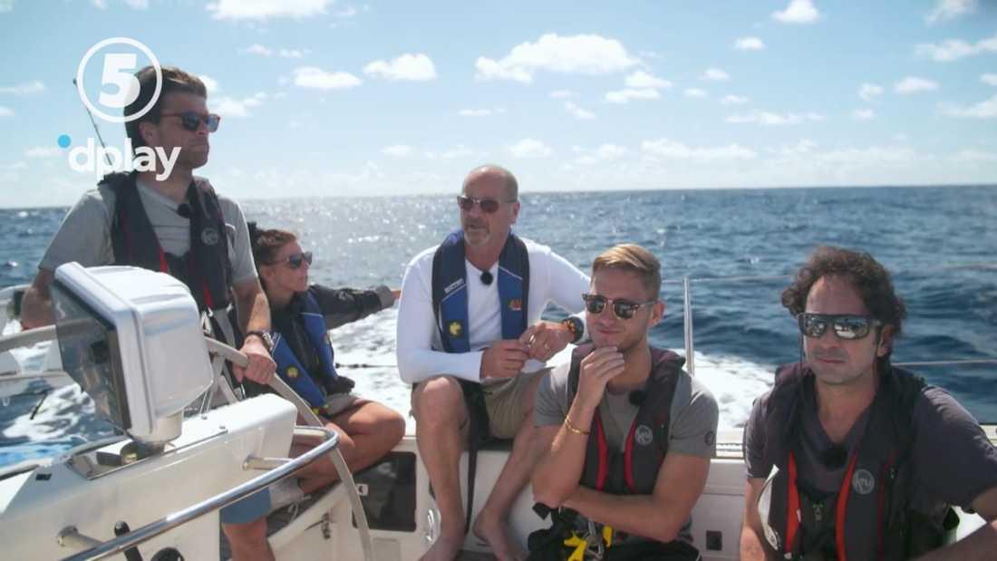 Kaptenen Gunnar Krantz berättar om bränsleläget för besättningen.
