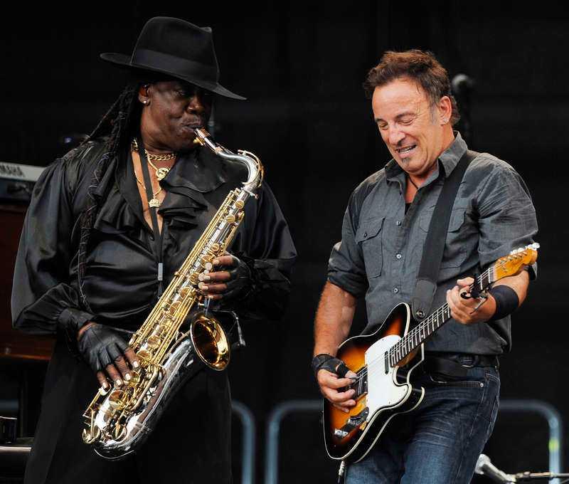 VÄRLDSKÄND SAX Bruce Springsteen och saxofonisten Clarence Clemons rockar loss tillsammans under en Europa-turné 2009. Foto: AP