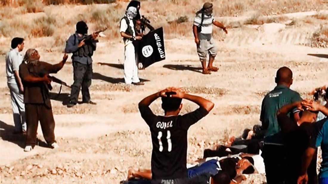 Avrättningar och massmord är vanliga i IS terrorstat. Här bevisfilm från en massaker 2014 – då minst 190 människor mördades.