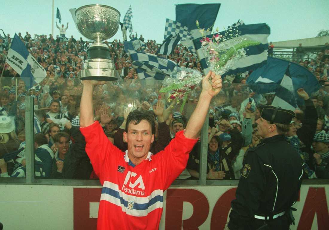 SM-GULD Pontus Kåmark tog 1994 SM-guld tillsammans med IFK Göteborg. Han kom till klubben 1989. Innan det spelade han i Västerås SK 1985-1989.