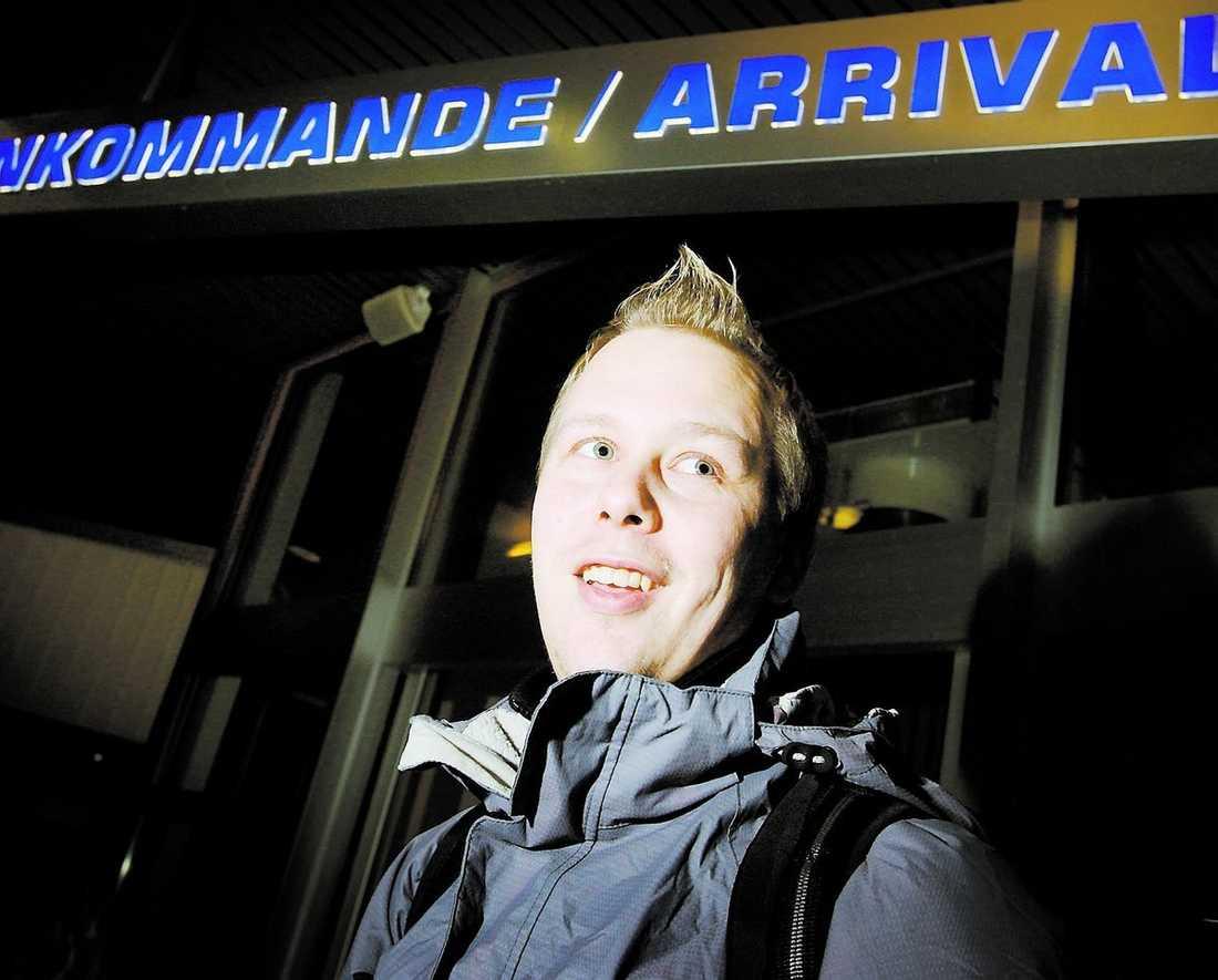 200 mil till domstolen Andreas Bäck reste från Vemdalen i Härjedalen till Fort William i Skottland. En resa på 200 mil med buss, flyg och bil – för att infinna sig i domstolen. Domaren blev så häpen att han rev böteslappen på stående fot.