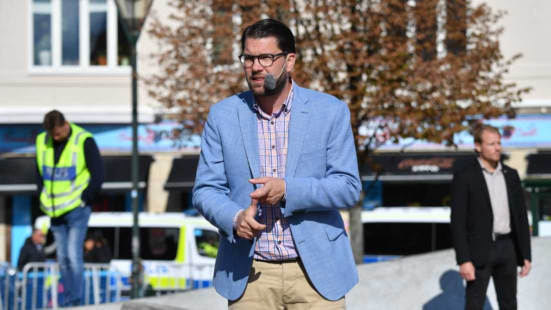 SD rasar mot SVT:s avståndstagande från Jimmie Åkessons uttalande om invandrare som inte får jobb. Här under partiets valspurt i Malmö på lördagsförmiddagen.