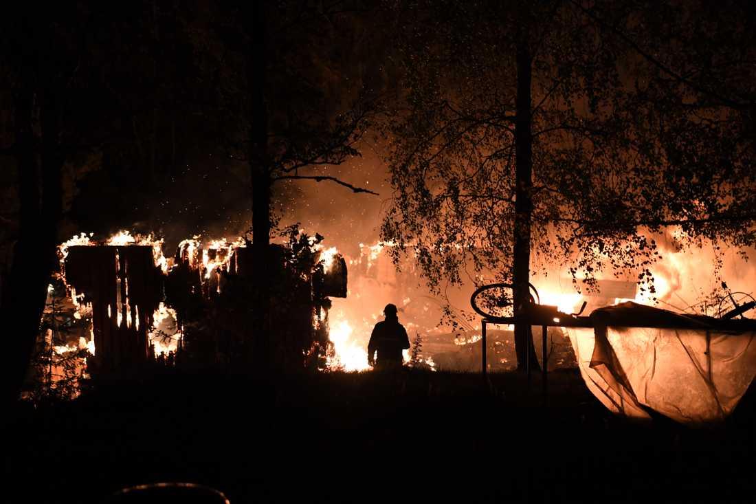 Polisen utreder mordbrand efter villabranden i Nykvarn.