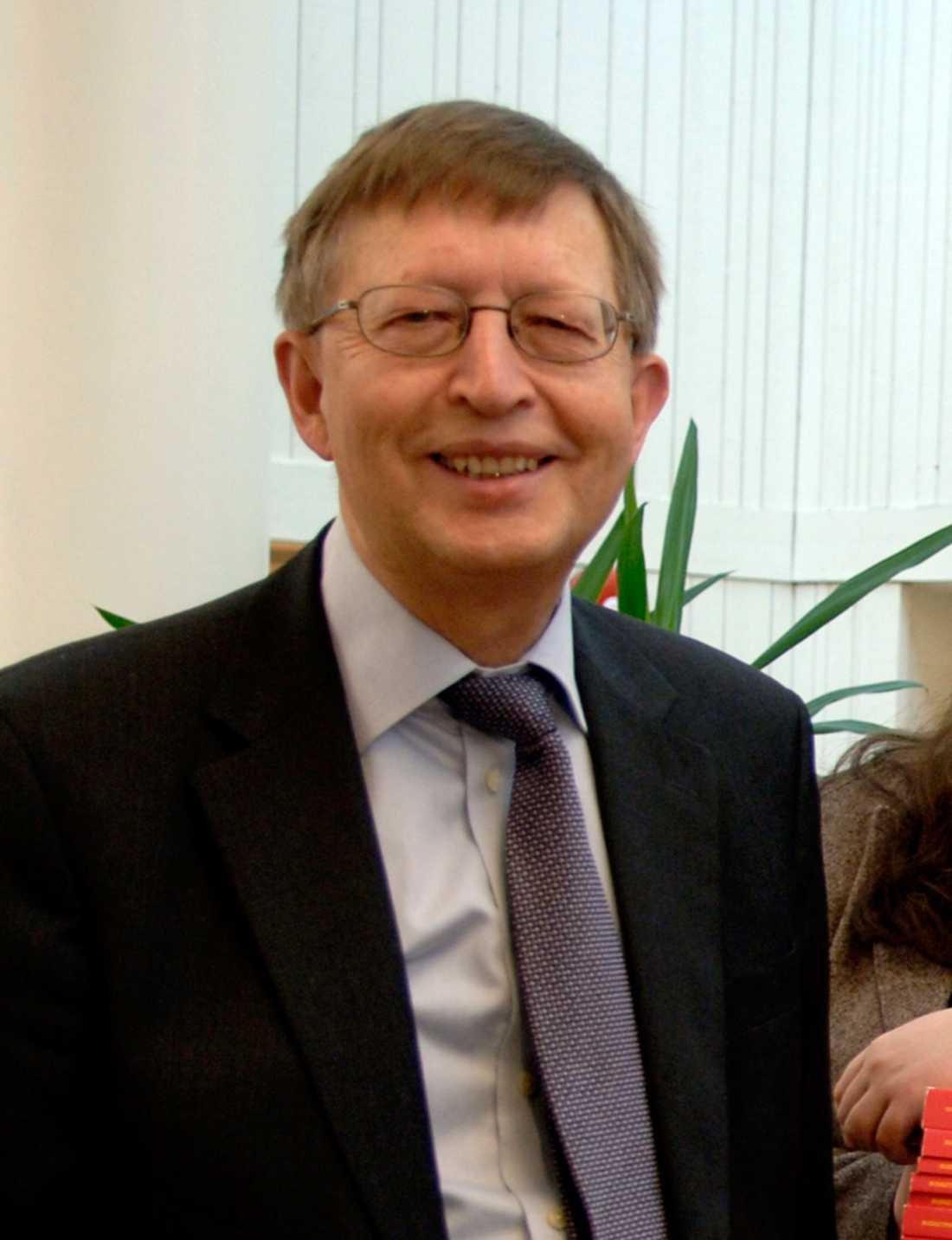 MP-veteranen Lennart Olsen, som sitter partistyrelsen, vill också att Romson avgår.