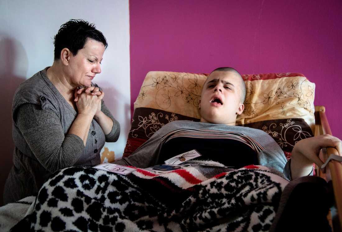 När familjen kom till Sverige tändes hoppet att Edion skulle kunna leva ett värdigt liv.