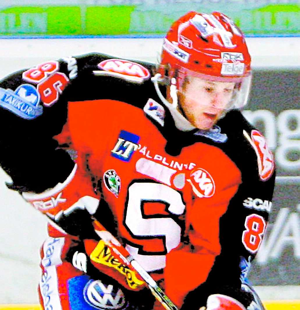 I hetluften Linus Klasen i Södertälje blev åthutad rejält under gårdagens match mot Djurgården.