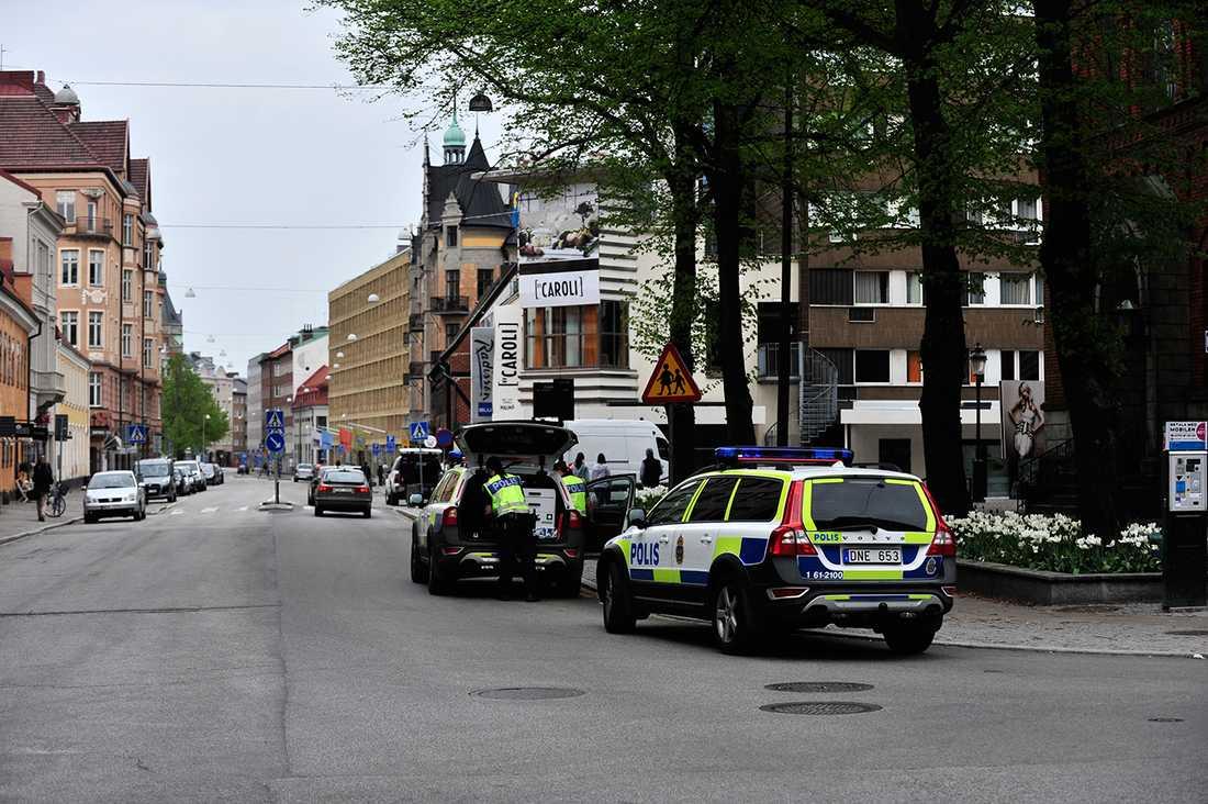 FALSKT ALARM Polisens bombgrupp fick rycka ut till ESC-hotellet under lördagen, men den misstänkta väska som fått personer att ana oråd visade sig endast innehålla kläder.