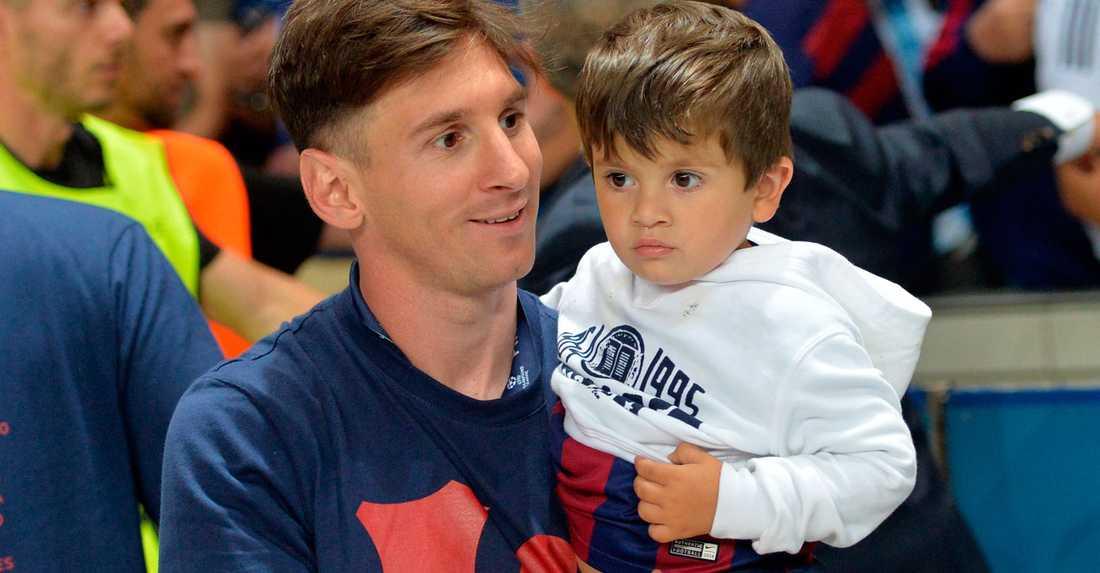 Messi tillsammans med sonen Thiago.