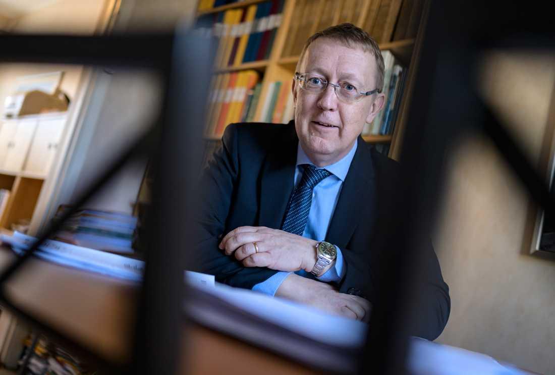 Att bli inlåst tillsammans med klienter är oacceptabelt, anser advokat Fredrik Bülow.
