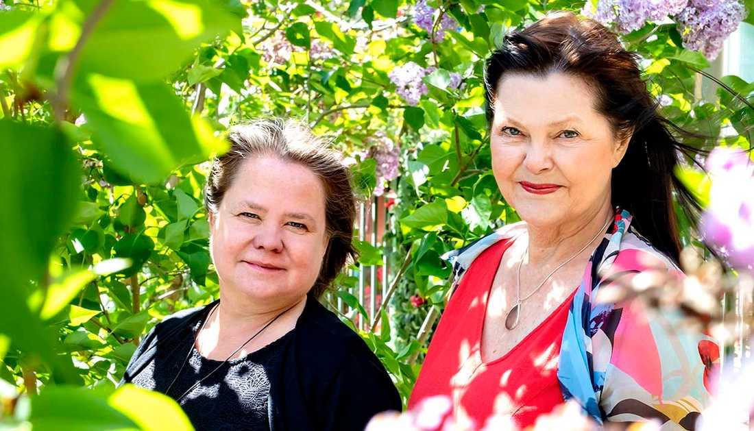 Eva Swedenmark, till vänster, och Annica Wennström ville hellre skriva om kärlek och relationer än mord och misshandel.